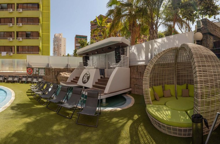 Piscine appartements benidorm celebrations ™ music resort (adults only)