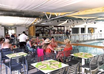 RESTAURANT BUFFET Apartamentos Benidorm Celebrations™ Pool Party Resort (Adults Only)