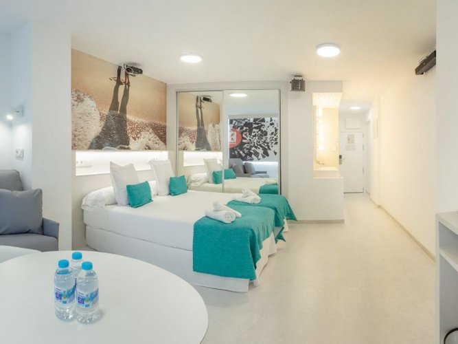 Party studio 6/6 appartements benidorm celebrations™ music resort (adults only)