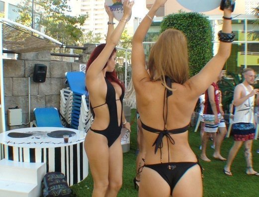 DJs & Gogos Apartamentos Benidorm Celebrations™ Pool Party Resort (Adults Only)