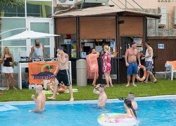 Barres intérieures et extérieures Apartamentos Benidorm Celebrations™ Pool Party Resort (Adults Only)