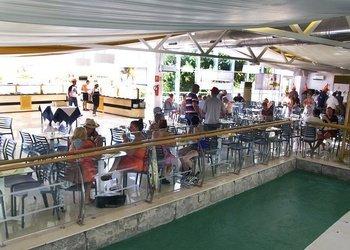 Snacks en bares y restaurante Apartamentos Benidorm Celebrations™ Pool Party Resort (Adults Only)